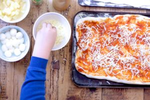 pizza_cheesing