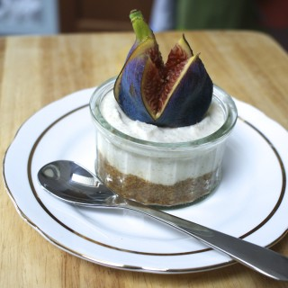 Cinnamon, honey and fig cheesecakes