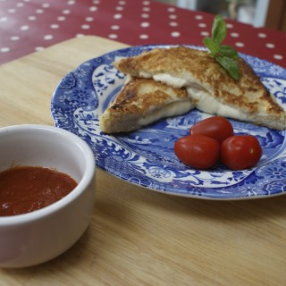 Simple lunch idea: Mozzarella in Carrozza