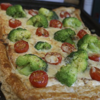 Broccoli and tomato tart