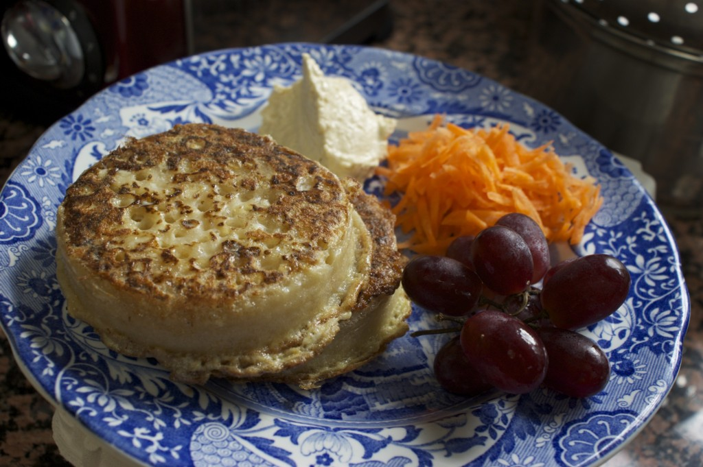 Quick lunch: eggy crumpets - Feeding Boys & a FireFighter