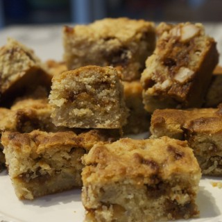 Squidgy banana blondies