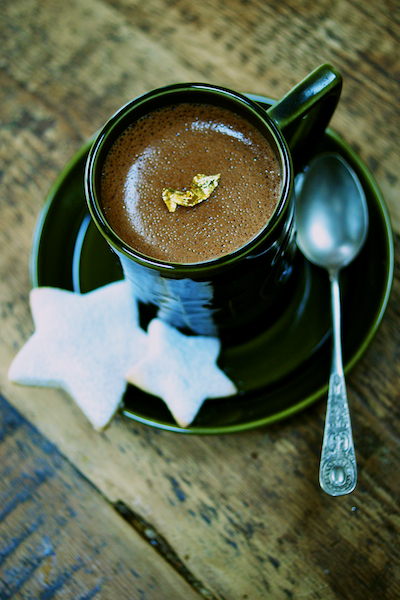 Chocolate Cinnamon pots with almond star cookies