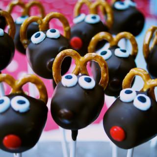 Christmas reindeer marshmallow pops