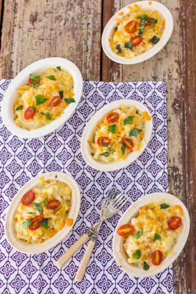 Mini macaroni and cauliflower cheeses
