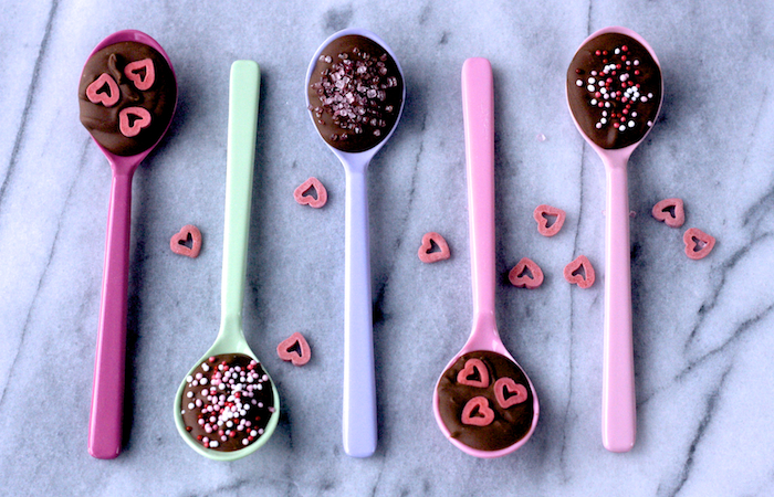 Easy edible valentine gift chocolate spoons on feedingboys.co.uk