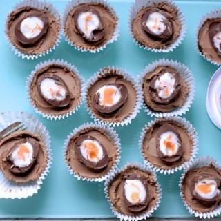 Creme Egg Mini Chocolate Cheesecakes by Katie Bryson on feedingboys.co.uk