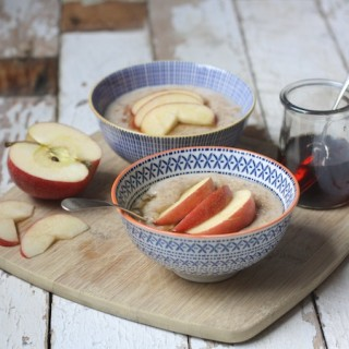Spiced Apple and Maple Porridge on feedingboys.co.uk