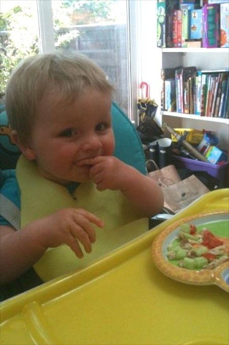 Top tips for weaning your baby on feedingboys.co.uk