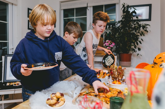 Halloween Kids Party ideas on feedingboys.co.uk #poweroffrozen - photography by sharrongibson.co.uk