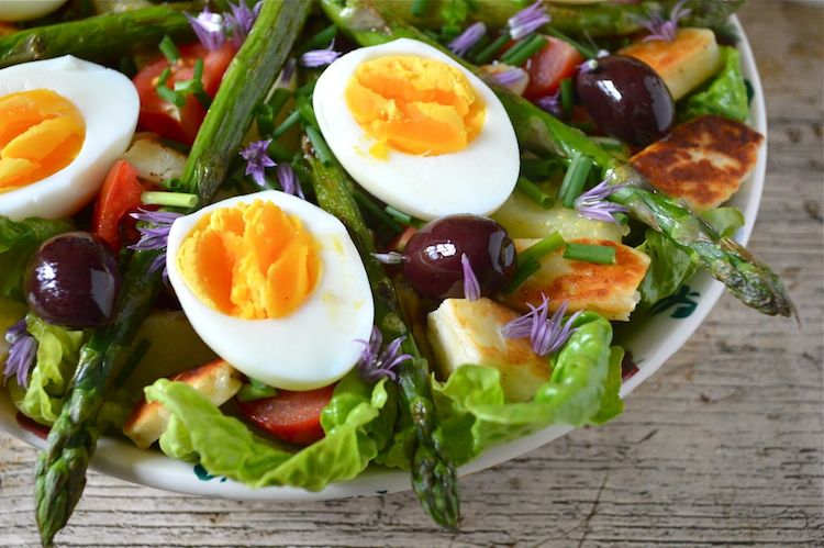 Vegetarian Salad Nicoise from Tin And Thyme for Simple and in Season on feedingboys.co.uk