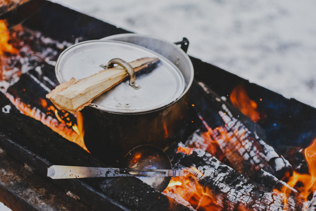 Top 10 camping recipes on feedingboys.co.uk photo by Alexey Ruban on Unsplash