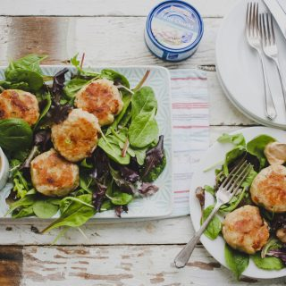 Easy Fishcakes with Tuna, Mozzarella & Sun-dried Tomato on feedingboys.co.uk