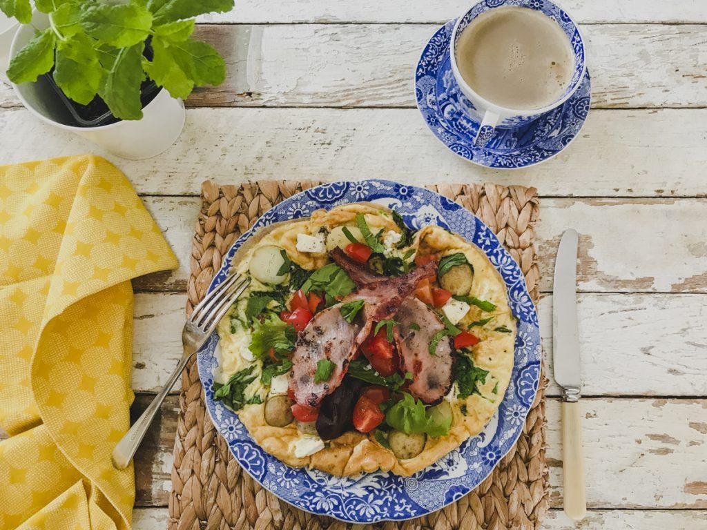 Slimming World Friendly Breakfast Idea: Spinach and Feta Omelette with Crispy Bacon on feedingboys.co.uk